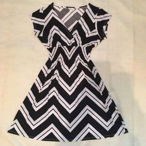 Dresses & Skirts - 💃🏼💃🏼5th Love Black and White Chevron Dress